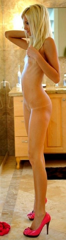 Amateur 19 Year-old shows off..