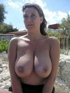Stunning mature in pic.
