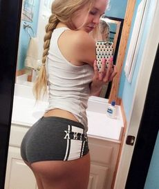 Amateur sexy blonde selfshot her..