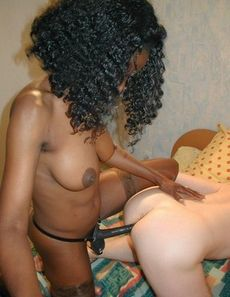 Ebony beauty uses strapon